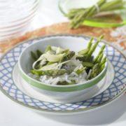 Grüner Spargel mit Reis mit dem Dampfgarer zubereiten.