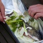 Fisch in Alufolie garen.