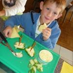 Mit Frischkäse gefüllte Paprika - Rezept für Kinder