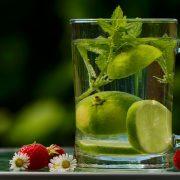 Beim Entgiften, sollte man genügend Wasser trinken.