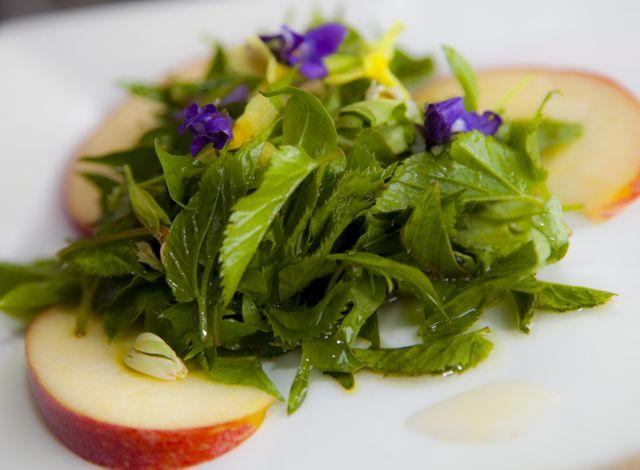 Wildkräuter-Salat im Kochkurs von ConnyPURE