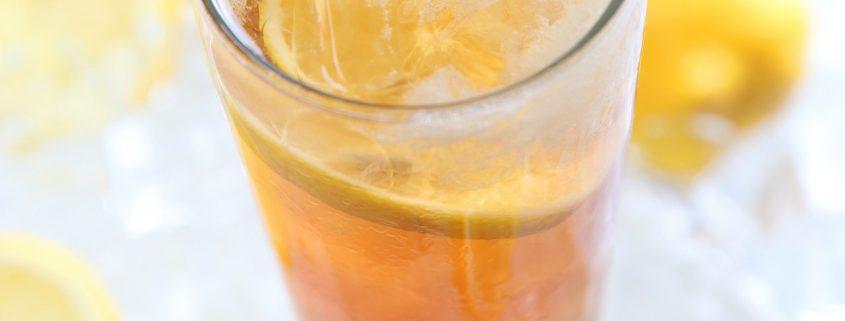 Selbstgemachter Eistee ist die kühlende Erfrischung an heißen Tagen - Rezept ConnyPURE