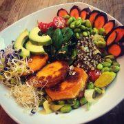 Rezept: Vegane Buddha Bowl mit viel Eiweiß. Ideal für Sportler.
