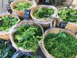 Frische Kräuter und Salat am Bauernmarkt kaufen - ConnyPURE